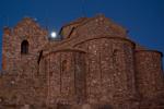 encara es veu la lluna sobre el Monastir, són les 7h44